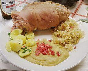 Berliner Eisbein mit Sauerkraut und Erbspüree, ein sehr schönes Rezept aus der Kategorie Kochen. Bewertungen: 8. Durchschnitt: Ø 3,8.