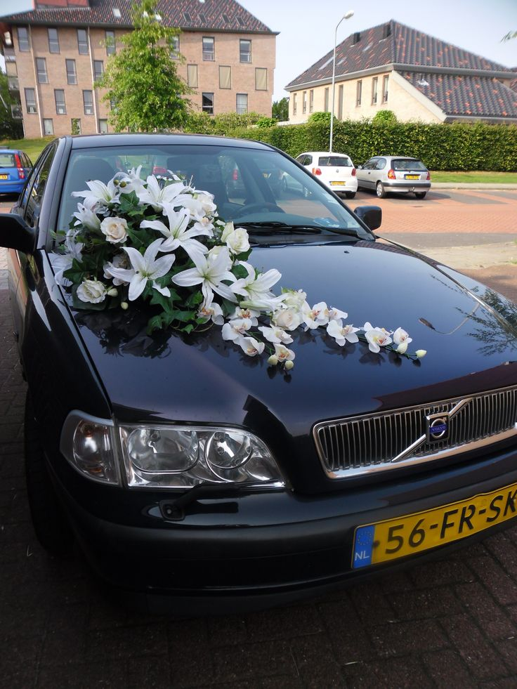 Wedding car decoration of silk lilies, roses and orchids. Arrive to your wedding ceremony as a princess! Made in our studio, can be customized with several colors. We send worldwide!