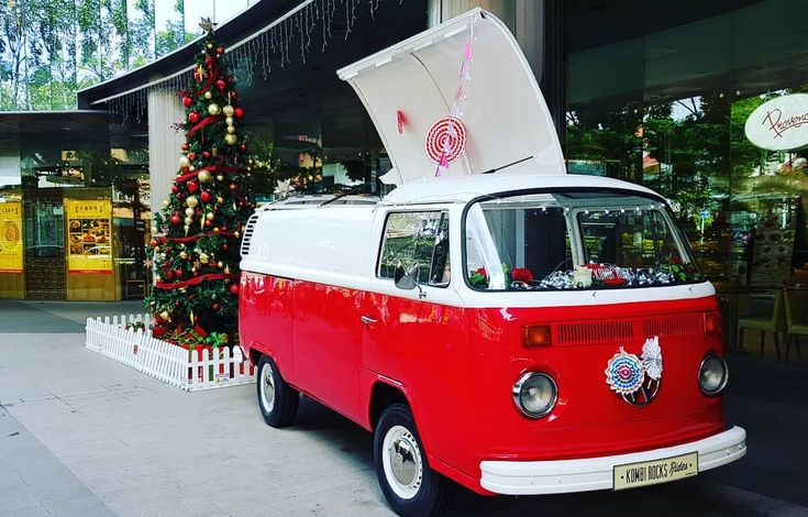 My favorite red...#volkswagen #christmastree