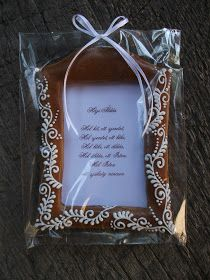 A fehér keresztet a pécsváradi Apát úrnak vittem ajándékba, hogy kérésünkre tolmácsolja a híveknek, hogy a várban szeretettel várjuk ők...
