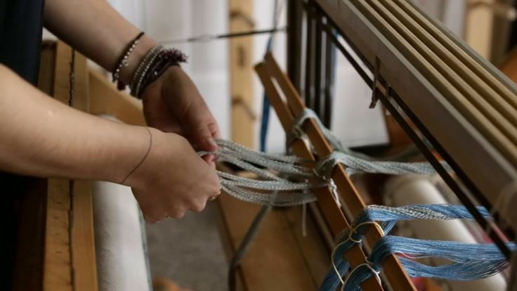 Love the style of this video - process - watching - learning .... Weaving no. 5 - Rachel Snack