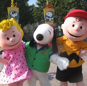 snoopy characters at canadas wonderland