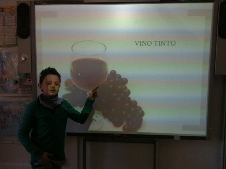 Felipe nos dió una conferencia usando Prezi sobre el Vino.