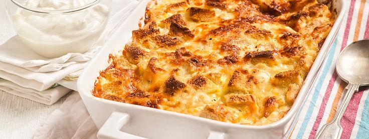 Πρωινό σουφλέ με μπέικον, μανιτάρια, γιαούρτι και τυριά