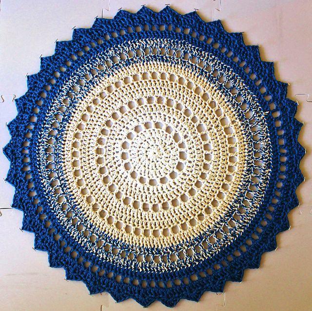 Mandala Rugby Marinke Slump via Ravelry. This pattern is available for free. LOVE. Pic © Jingizuplains