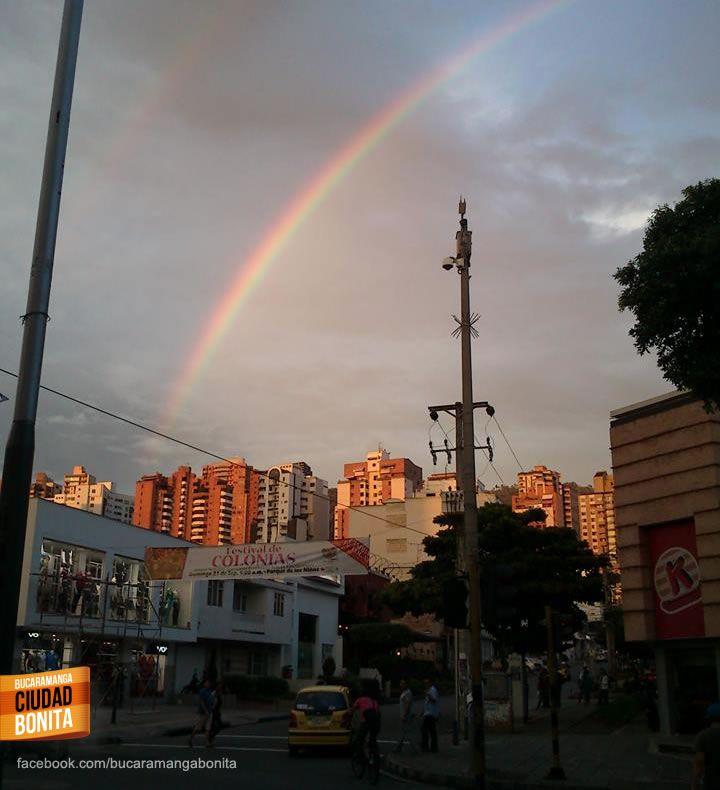 Un arcoiris doble capturado desde la carrera 33 en Bucaramanga... Gracias Jose Gomez Oviedo (https://www.facebook.com/Jose.Gomez.Oviedo) por compartir esta foto.