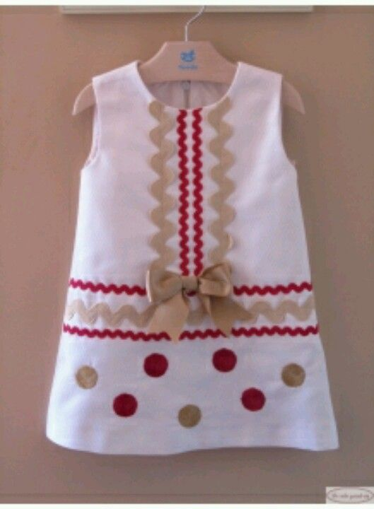 rick rack and polka dots ~ inspiration --- try for an apron ... idea for purse front decoration ?