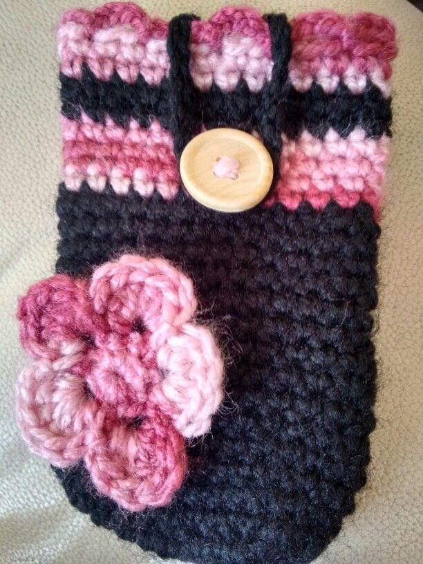 Porta celular crochet, madera y flor.