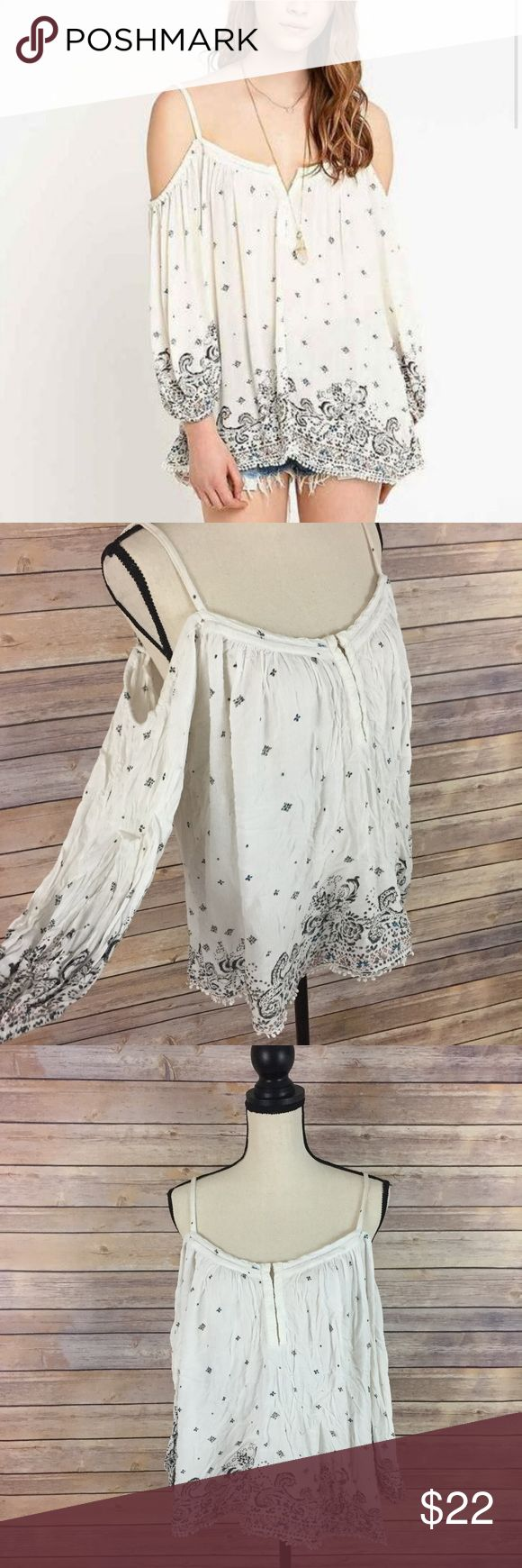 "Urban Outfitters Ecoté Boho Gypsie Cold Shoulder M Ecote for Urban Outfitters Cold Shoulder Hippy Boho Loose Festival blouses   -Size M  -Cold shoulder  -Has some wear, but no major flaws   Measurements taken on one side while item was laid flat  Chest: 26""  Length:26""     C35 Urban Outfitters Tops Blouses"