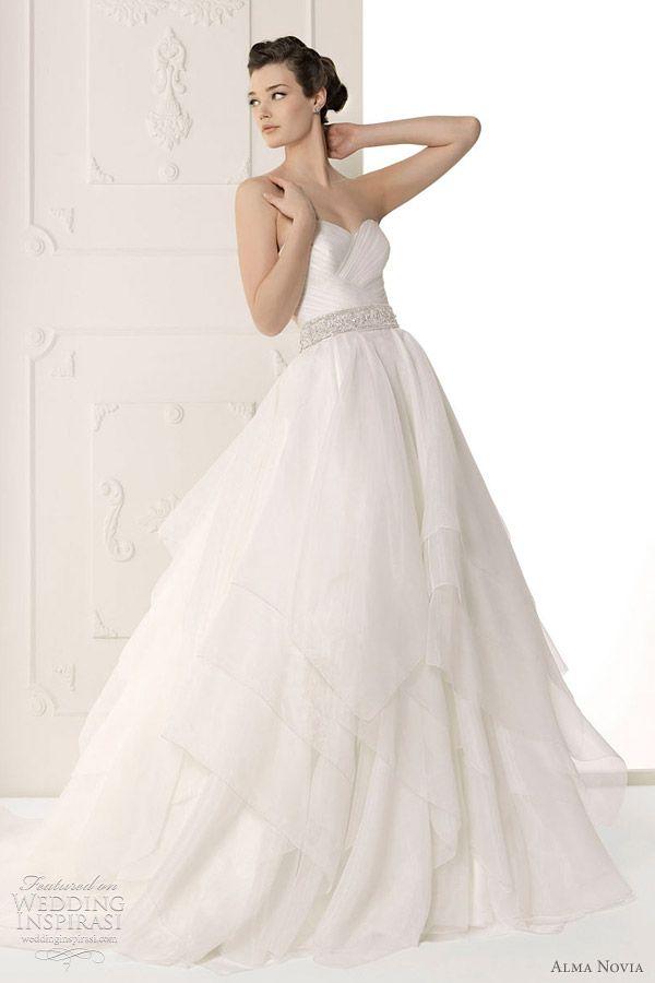 http://weddinginspirasi.com/2011/09/30/alma-novia-wedding-dresses-2012/ : alma novia wedding 2012 - Sutil bridal gown