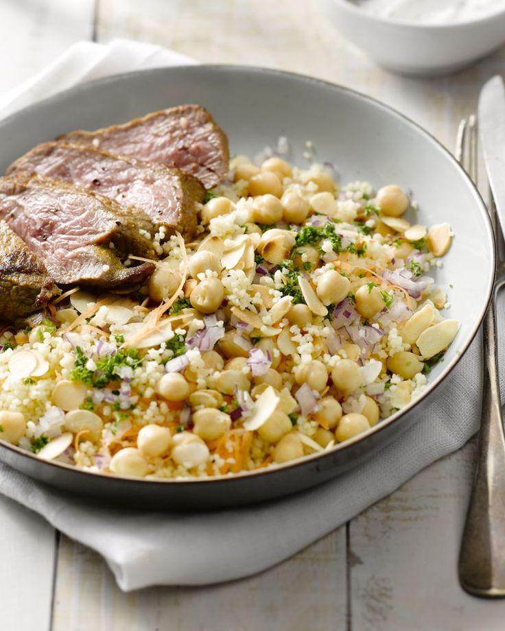 Een heerlijk gerecht met Marokkaanse smaken dat snel klaar is. Heerlijk mals lamsvlees met ras el hanout met daarbij kruidige couscous en een yoghurtsausje.