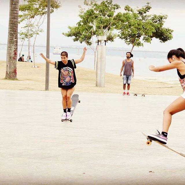 Família a gente escolhe! Longboard Dancing Freestyle - Guanabara Boards Team Rider - Aulas de skate longboard para adultos - Aulas de long - Longboard Girls - Longboard Para Meninas
