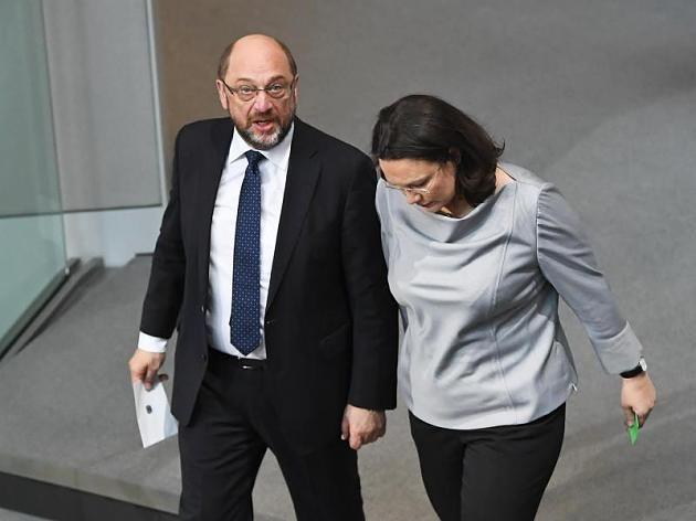 SPD-Chef Martin Schulz und Fraktionsvorsitzende Andrea Nahles im Plenarsaal des Bundestags in Berlin.