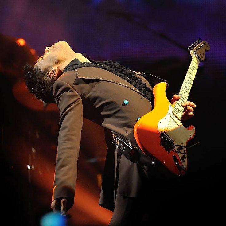 Prince 2010-feeling his music!