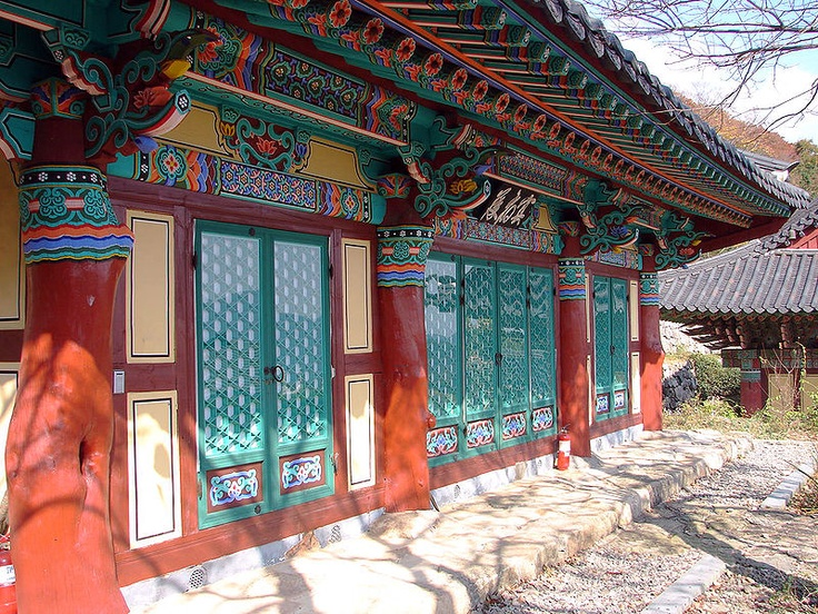 Geumtapsa is at the base of Mount Cheondeungsan in Goheung county originally dates to the 7th century when it was built as a branch of Songgwangsa Temple. One of the more prominent featuers is Natural Monument no. 239, the nutmeg forest that surrounds the temple. South Korea