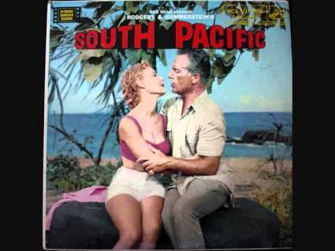 His voice melts me Mmmmmm :) They don't write songs like this anymore :) South Pacific: Some enchanted evening (Giorgio Tozzi)