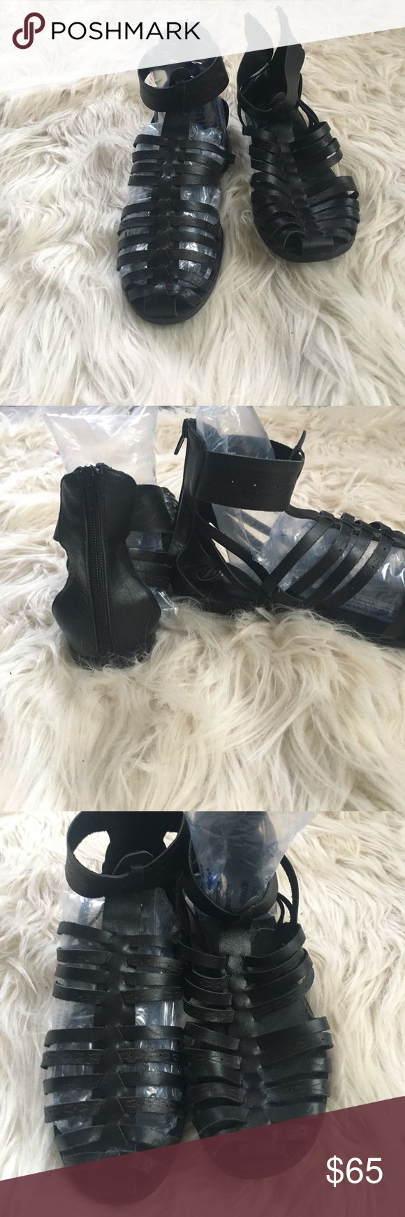 Jeffrey Campbell sandal New❤️zips up the back. Super comfortable! Leather! Jeffrey Campbell Shoes Sandals