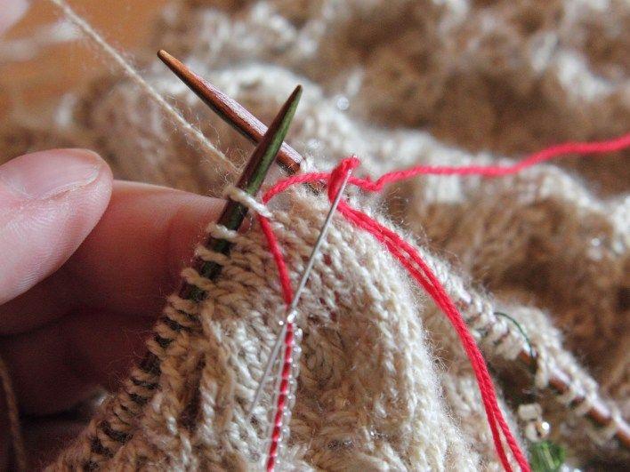 Perlen einstricken z. B. bei Lace-Tüchern