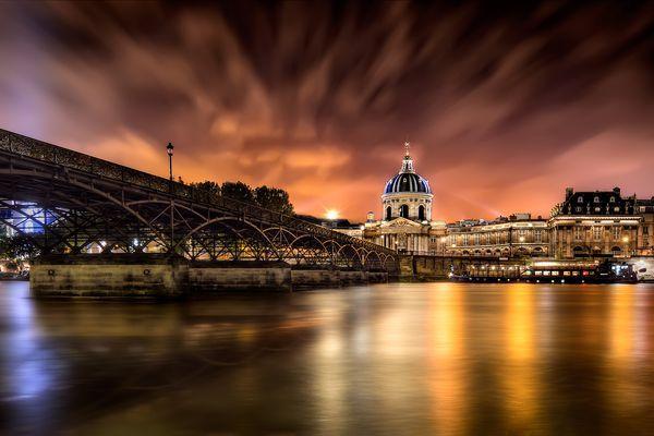 Pont des Arts at night.