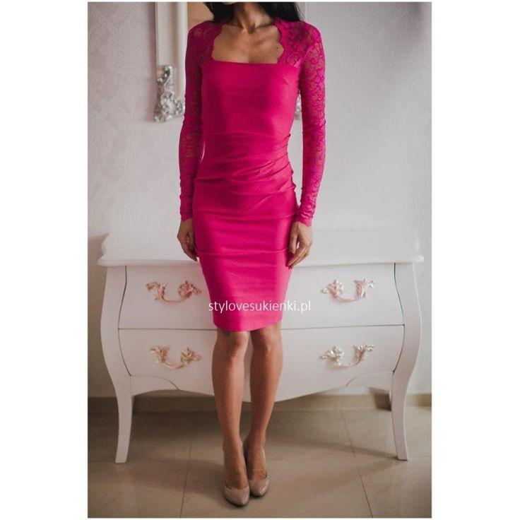 Bardzo elegancka sukienka o długości midi. Wyszczuplająca kreacja z koronkowymi rękawami idealna na wesele czy inne szalone imprezy. Polecamy wyjątkowe sukienki