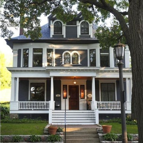 """13 Victorian Homes That'll Make You Say, """"Did I Just Get Hard From Real Estate Porn?"""""""