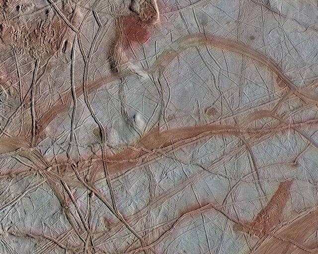 """Un articolo pubblicato sulla rivista """"Geophysical Research Letters"""" descrive una ricerca sulle caratteristiche chimiche esistenti nell'oceano sotterraneo di Europa, una delle grandi lune del pianeta Giove. Un team di scienziati del Jet Propulsion Laboratory (JPL) della NASA ha paragonato il potenziale relativo alla produzione di idrogeno e ossigeno con quello della Terra concludendo che sono paragonabili. Leggi i dettagli nell'articolo!"""