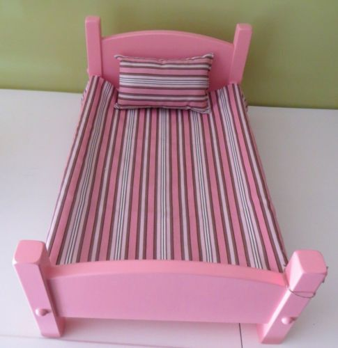 """Handmade 18"""" American Doll Bed with bedding Lancaster, PA Amish Carpenter * Available in Lancaster Harvest, White & Pink * Manufactured near Lancaster, PA by an Amish Carpenter. This beautiful complet"""