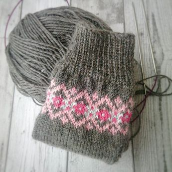 Sock knitting on a Saturday afternoon♥ #solidagosocks #knittersofinstagram #fairisle