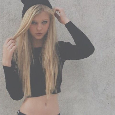 Hey I'm Loren 14 single but looking I get bullied please don't hurt me *points to a scar* I'm already hurt -intro
