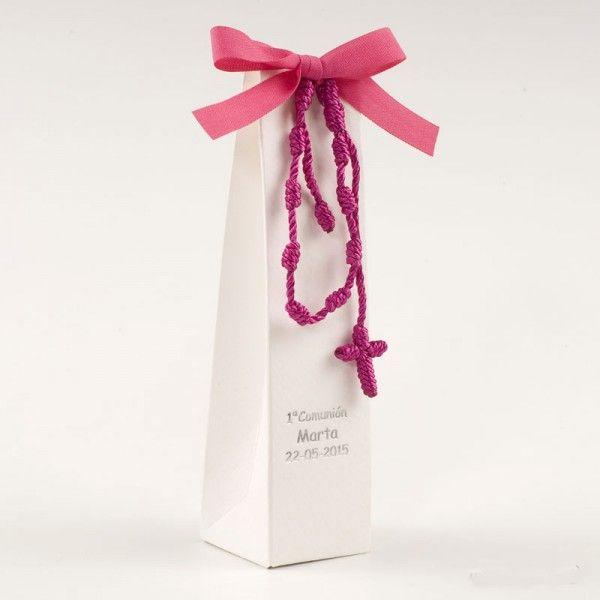 Ideale perla cresima o il battesimo del tuo bambinoBraccialetto rosario in macramè fucsia con 2 cioccolatini e scatola inclusaE' possibile personalizzare la scatola con la data ed il nome ad un costo aggiuntivo.Contattaci per maggiori infomrazioni.