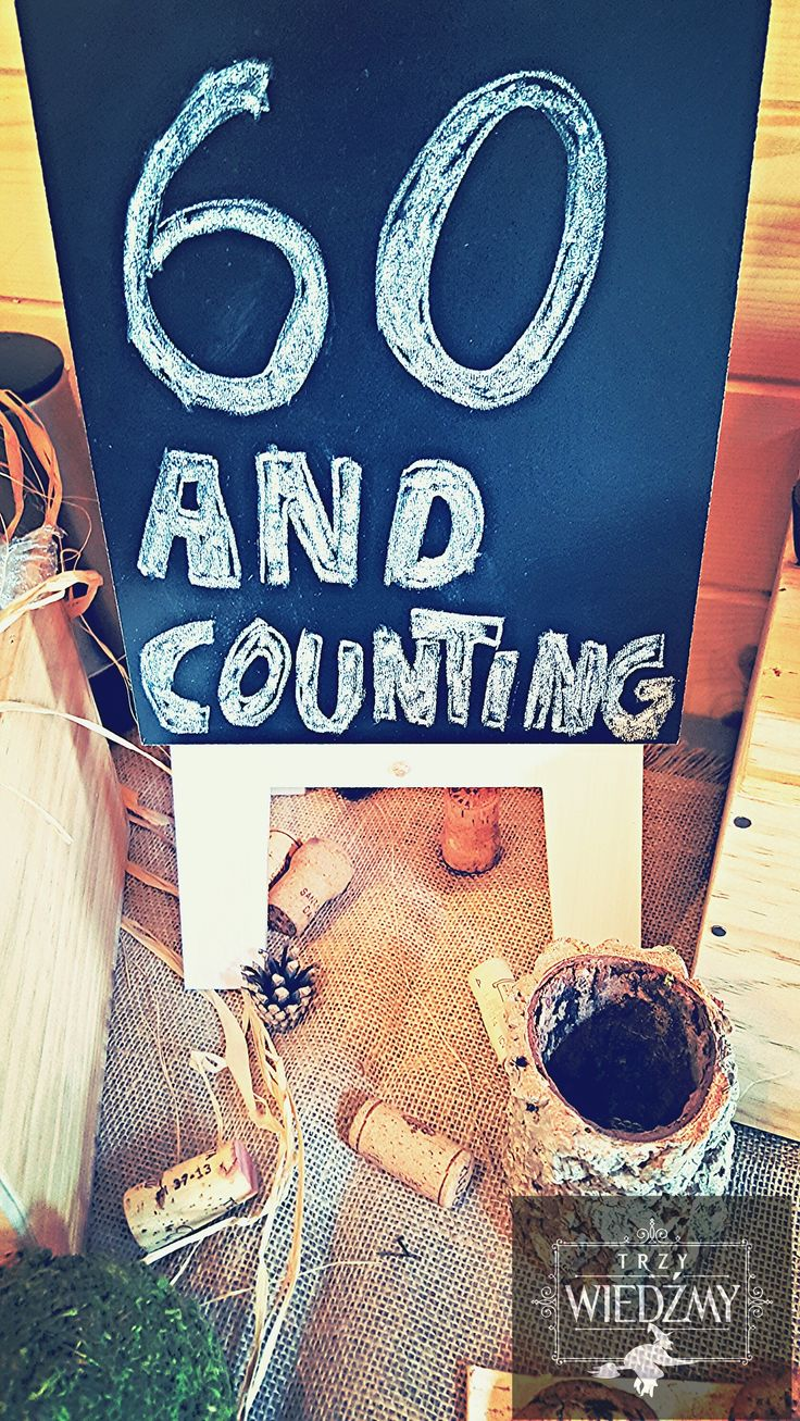 Rustykalne, męskie, ekologiczne, 60 urodziny. Dekoracja bufetu - napis na tablicy nawiązujący do ostatniej trasy koncertowej The Rolling Stones. / Rustic, fall, natural, wood, woodland, eco, birthday, man, party, 60, decorations, ideas,blackboard, 60 and counting, signs, wine, mose.