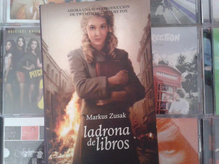 """""""Ladrona de libros"""" escrito por Markus Zusak:"""