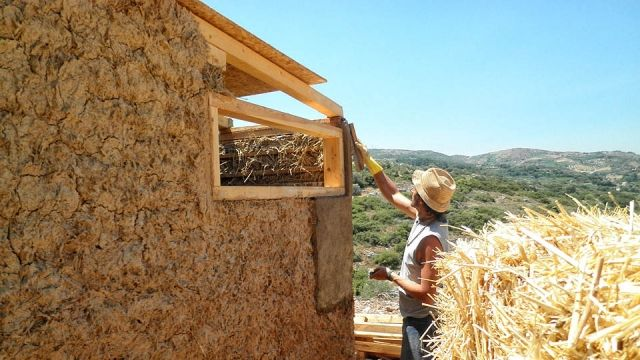 The Archanes Project: Houses made from straw balls and clay!