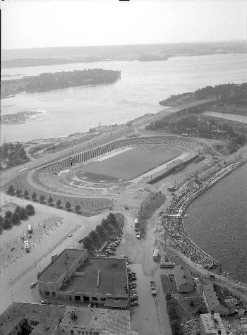 Lentokuva Ratinan stadionista 1957