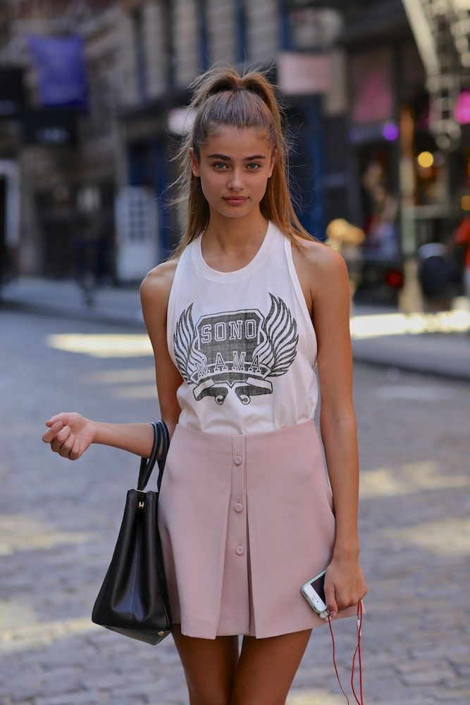 So many ways to dress up a graphic tee! Love it #streetstyle xx #s&b #s&bmode