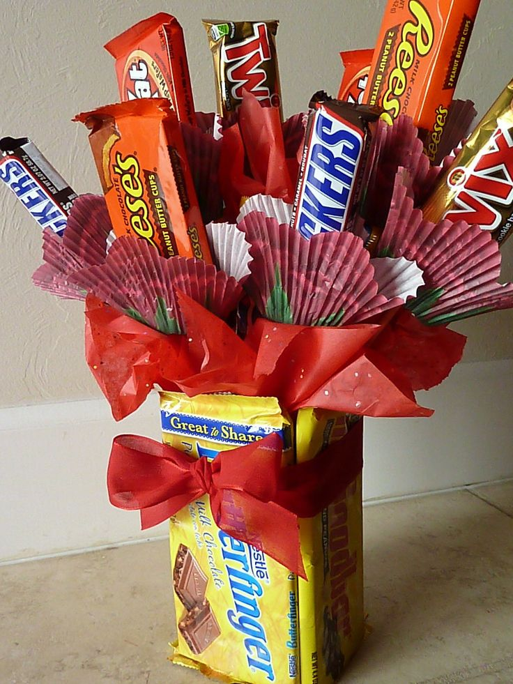 Candy bar bouquet with edible vase. Perfect for Valentine's Day or birthdays!  done this for years but never thought of candy bars as the vase simply awesome