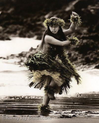 Polynesian dancing. Independence Missouri.