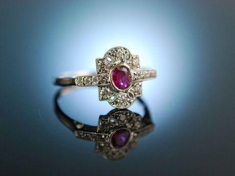 Lovely diamond and ruby engagement ring! Wahre Liebe! Verlobungs Ring in antikem Stil, Weiß Gold 750 / 18 Karat, funkelde Diamanten Brillanten und wundervoller Rubin, traumhafte Verlobungsringe für den Heiratsantrag bei Die Halsbandaffaire München