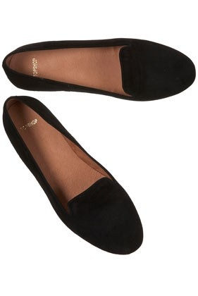 Flats are an essential and versatile piece that everyone should have in their closets. Dress them up or dress them down. Great for days when you're going to be walking or standing a lot.