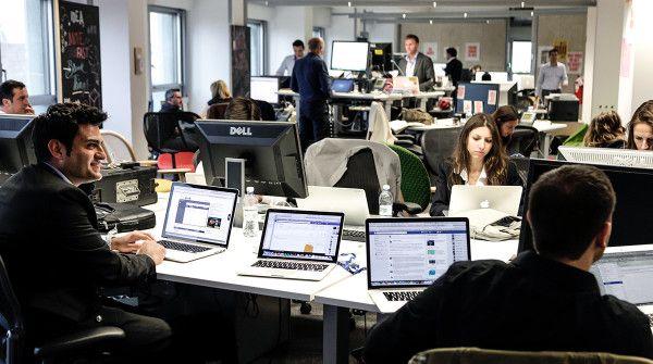 Non posti, ma spazi di lavoro: le soluzioni per migliorare gli uffici http://www.sapereweb.it/non-posti-ma-spazi-di-lavoro-le-soluzioni-per-migliorare-gli-uffici/        Open Space La consumerizzazione dell'IT continua Ogni IT manager che si rispetti è a conoscenza del modello BYOD (Bring Your Own Device) ormai da anni e, così come i nuovi iPhone sono rilasciati con una regolarità allarmante, la definizione di consumerizzazione dell'IT si aggiorna su bas...