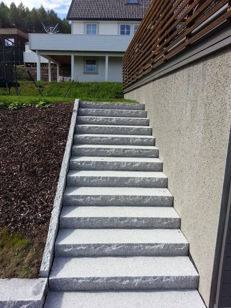 Trapp med granitt trappetrinn