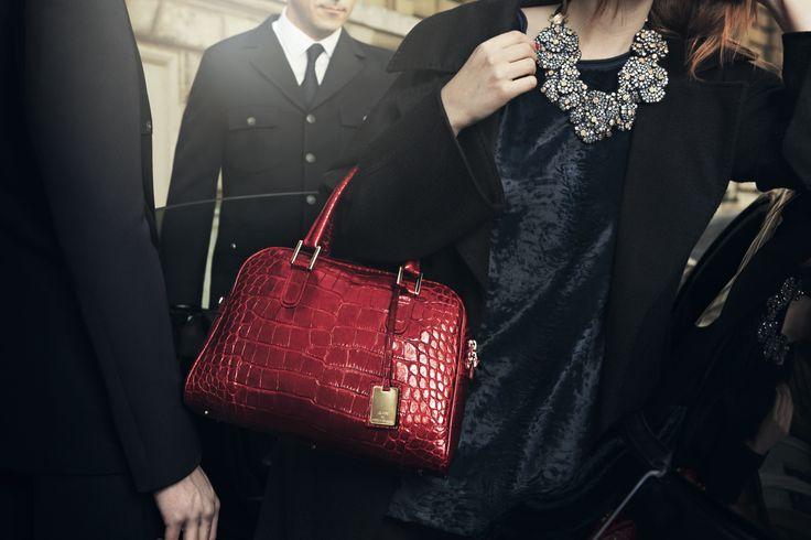 Classy handbag in crocodile-grain calfskin leather.