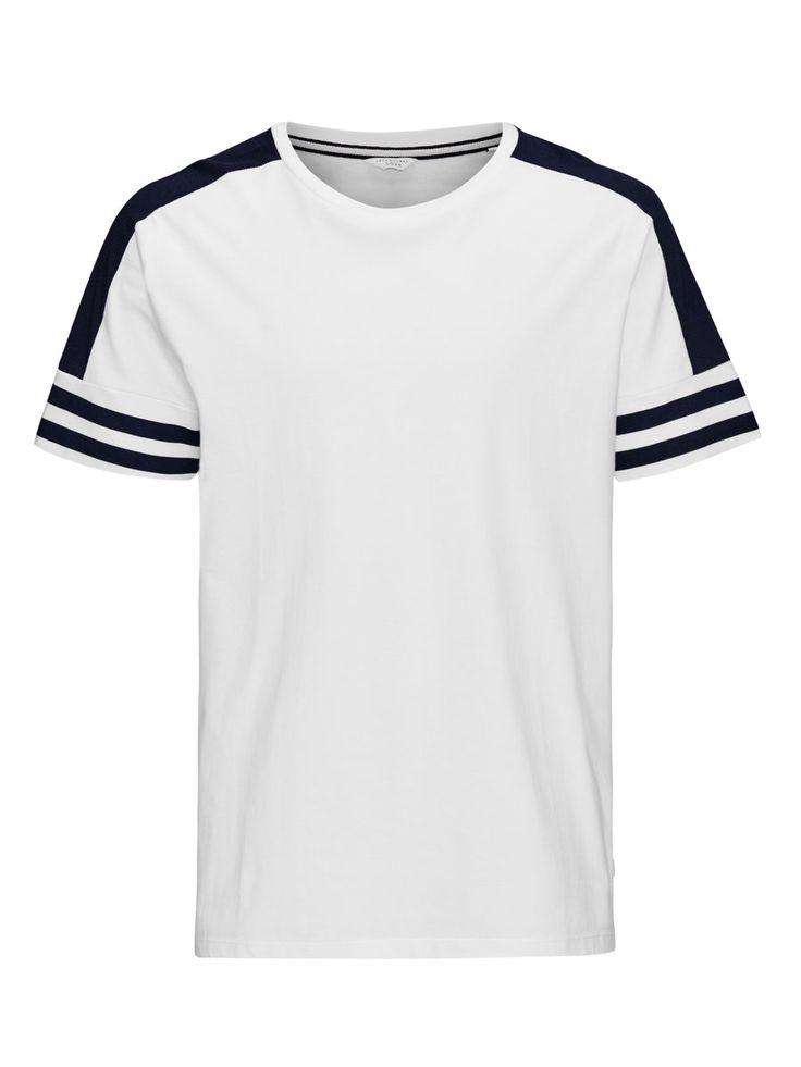 - Design surdimensionné pour un look décontracté - Tissu en coton pour plus de confort - Détails contrastés pour un look soigné - Le mannequin mesure 187cm (tailleL) - CORE by JACK & JONES