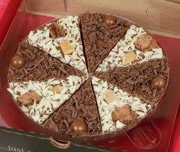 Pizza Base: Belgian milk chocolate   Pizza Toppings:   Crunchy Munchy: brownie biscuit, vanilla fudge and white chocolate curls.  Heavenly Honeycomb: vanilla fudge, milk and white chocolate honeycomb balls.