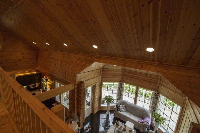 A new wooden home with modern LED lights. / Upouusi hirsitalokoti modernilla LED-valaistuksella. www.valaistusblogi.fi