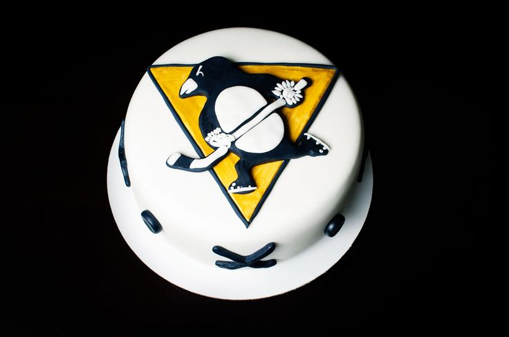 Pittsburgh Penguins Cake - Pittsburgh Penguins Logo Cake - Pittsburgh Penguins Hockey Cake - Pittsburgh Penguins Themed Cake -  Picture This Productions - Where Ideas Come to Life - Kayley Mackay - Cake Maker Kayley Mackay - Yellowknife Cake - Cake Yellowknife