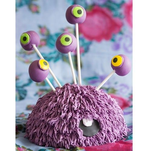 These monster cake pops are perfect for a scary theme party or Halloween! The cakepops are easy to make with a little help from the cake pop maker. When they are ready dip them in melted candy melts, so that they are covered with a lovely purple layer. Ideal to make together with children.  Monster cake pops - Halloween - Recipes  | Deleukstetaartenshop.com
