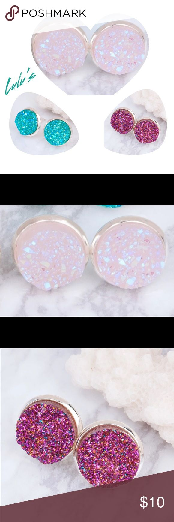 Druzy earrings Cute sparkly druzy earrings, vibrate colors, high quality and comfortable in the ear.          ♥️offers welcome        ♥️fast shipping         💔no trades 🚨price is per pair🚨 Item #001 Jewelry Earrings