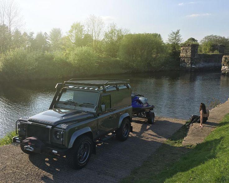 Land Rover Defender 90 Hard Top.