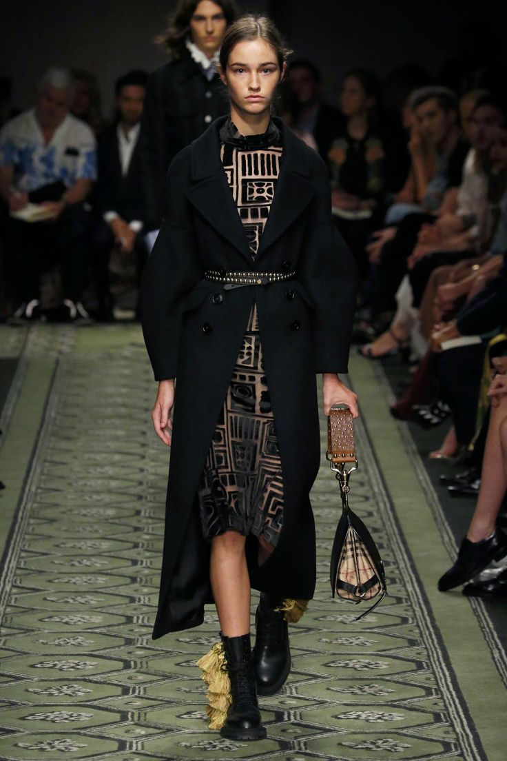 Burberry | Ready-to-Wear Spring 2017 | Look 77